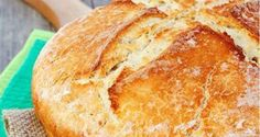 Traditional Irish soda bread made with jùst a few simple ingredients. Traditional Irish Soda Bread, How To Make Bread, Naan, Oreo, Baking Soda, Simple, Food, How To Bake Bread, Eten
