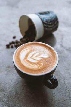 Une étude récente a montré que la caféine pouvait jouer un rôle important dans la perte de poids. ☕️ Alors, info ou intox ? 🤔  #café #caféine #pertedepoids #kilos #diététique #étude #brulegraisse #nutrition #santé #minceur Latte Art, Nutrition, Coffee Beans, Important, Jouer, About Me Blog, Tea, Drinks, Info
