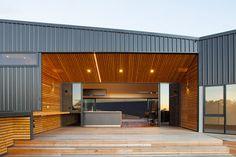 Casa del Valle, Launceston, Australia - Philip M Dingemanse - foto: Luke Hesketh Steel Sheds, Steel Barns, House Cladding, Metal Cladding, Steel Building Homes, Building A House, Shed Homes, Modular Homes, Residential Architecture