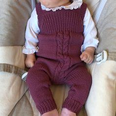 Strikket babyoverall i blød ulCould probably modify the baby balloon pants pattern to make these.Baby Knitting Patterns Pants Knitted baby cover in soft wool yarn -This Pin was discovered by JacChildren and Young Baby Girl Dungarees, Baby Overalls, Baby Jumpsuit, Baby Girl Romper, Baby Dress, Crochet Baby Pants, Knitted Baby Clothes, Baby Boy Knitting, Baby Knitting Patterns