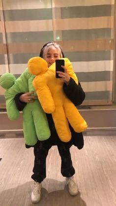 billie eilish i just really love billie and thought this would be a sweet idea but honestly, it's failing rly bad. hyclons™ people how to be like billie eilish - 18 Album Cover, My Bebe, Outfits Casual, Melanie Martinez, Celebs, Celebrities, Foto E Video, Music Artists, My Idol