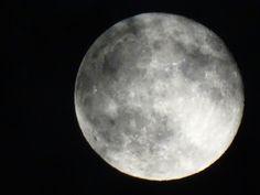 雲が重なるお月さん…