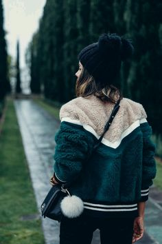 Fur Coat and beanie Street style, street fashion, best street style, OOTD, OOTD Inspo, street style stalking, outfit ideas, what to wear now, Fashion Bloggers, Style, Seasonal Style, Outfit Inspiration, Trends, Looks, Outfits.