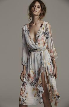 Primrose split sleeve midi dress, in posie dresses mode, klä Fashion Moda, Look Fashion, Womens Fashion, Fashion Clothes, Fashion Trends, Feminine Fashion, Feminine Dress, Fashion 2020, Dress Fashion