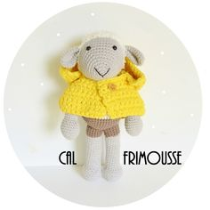 Free Sheep Amigurumi Pattern (in French) Crochet Diy, Crochet Amigurumi Free Patterns, Crochet Dolls, Crochet Hats, Dou Dou, Crochet Animals, Crochet Designs, Knitting Yarn, Handmade