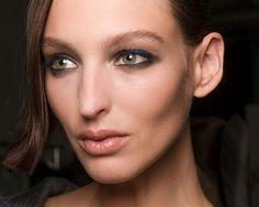 Aprenda a fazer a sua maquiagem durar mais (Foto: Imaxtree) Paint, Makeup, Beleza, Tips, News, Pictures, Make Up, Drawing, Bronzer Makeup