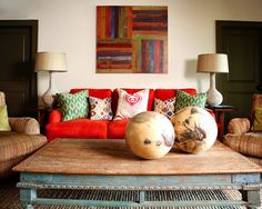 Eclectic Living Room Red Couch Design, Pictures, Remodel, Decor and Ideas - page 2 Indian Living Rooms, Living Room Red, Eclectic Living Room, Living Room Designs, Living Room Decor, Sofa Design, Design Table, Sala Indiana, Wooden Centerpieces