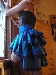 Cut Out + Keep user Becca K. shows how to make this burlesque bustle skirt. [photo from Cut Out + Keep] [tags]sewing, tutorial, burlesque, bustle, skirt[/tags] Steampunk Rock, Steampunk Skirt, Steampunk Costume, Steampunk Outfits, Diy Clothing, Sewing Clothes, Lingerie Shower, Look Fashion, Diy Fashion