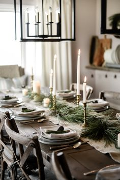 Beautiful natural and rustic country French farmhouse Christmas tablescape. Beautiful natural and rustic country French farmhouse Christmas tablescape. Christmas Kitchen, Noel Christmas, Modern Christmas, Rustic Christmas, Beautiful Christmas, Vintage Christmas, Nordic Christmas, Natural Christmas, Minimal Christmas