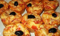 Check out the Thermomix Recipe for Pizza Style Salty Muffins, and give your feedback or comment to improve! Thermomix Desserts, Köstliche Desserts, Delicious Desserts, Mini Pizzas, Pizza Recipes, Diet Recipes, Spice Dump Cake Recipe, Tapas, Cheddarwurst Recipe