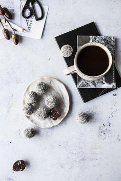 Coconut Energy Balls, Raw Balls, Palm Sugar, Food Photography Styling, Shredded Coconut, Raw Food Recipes, Yogurt, Oslo, Tableware