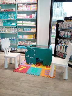 Espace enfants de la Pharmacie Malouine Table Tactile, Pharmacy, Convenience Store, Interiors, Kids, Furniture, Home Decor, Papillons, Convinience Store