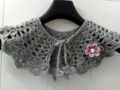 Collier plastron au crochet avec une jolie broche fait main : Echarpe, foulard, cravate par crochet-et-bijoux-unique