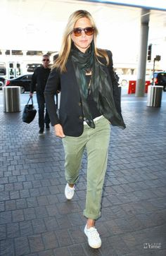 Love Jennifer Aniston's casual style. These pants are great.