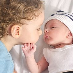 Nos conseils pour aider votre petit bout à accueillir son petit frère ou sa petite soeur.