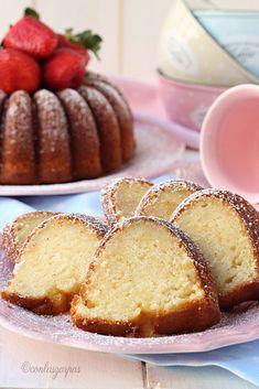 Mascarpone bundt cake {by Paula, Con las Zarpas en la Masa} Cheap Clean Eating, Clean Eating Snacks, Pear Recipes, Cake Recipes, Mascarpone Cake, Bunt Cakes, Salty Cake, Savoury Cake, Cake Pans