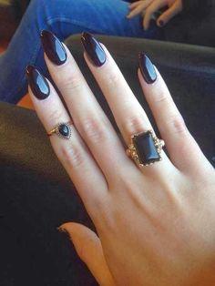Black.                                                                                                                                                      Más