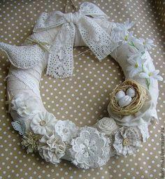 Купить Венок Светлая Пасха - натуральный, пасхальный, пасхальный венок, пасхальный сувенир, пасхальный декор Fabric Wreath, Diy Wreath, Burlap Wreath, Tulle Christmas Trees, Christmas Wreaths, Christmas Crafts, Couronne Shabby Chic, Doilies Crafts, Shabby Chic Crafts