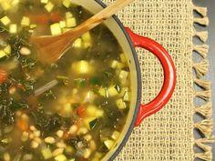 Hearty Kale, Bean, and Zucchini Soup Recipe Kale Vegetable, Italian Vegetable Soup, Hearty Vegetable Soup, Vegetable Benefits, Italian Soup, Kale Soup, Vegetable Recipes, Vegetable Stock, Lentil Soup