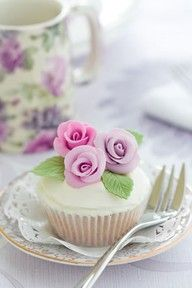 i wonder if i could do just a couple of fancy cupcakes for photo's?
