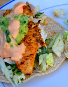 Grilled Fish Tacos with Guac, Spicy Mayo, and Cilantro Cabbage Slaw Pink Brandywine – Gegrillte Fisch-Tacos mit Guac, würzigem Mayo und … Tilapia Tacos, Fried Fish Tacos, Grilled Tilapia, Salmon Tacos, Grilled Fish Recipes, Spicy Salmon, Tilapia Recipes, Grilling Recipes, Seafood Recipes