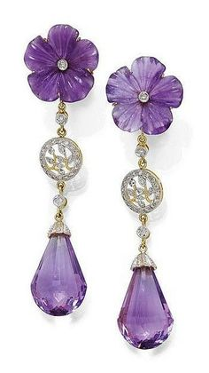 AMETHYST AND DIAMOND EAR PENDANTS. Yellow gold 750. Decorative ear studs, each of 1 amethyst briolette flexibly suspended by 1 diamond, 1 florally open-worked rondelle set with diamonds and 1 diamond, the stud part with 1 finely engraved amethyst blossom, the centre set with 1 diamond. - by Koller Auctions
