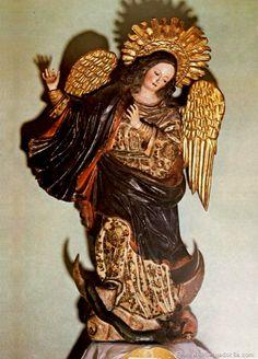 Original of la Virgen de Quito by master sculptor Bernardo de Legarda.