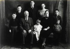 murchison families | Norman Murchison McCrimmon Family Group Circa 1940