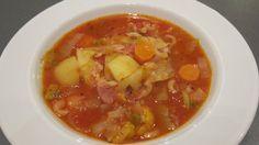 Grøntsagssuppe med bacon og nudler