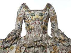 Ann Fanshawe's dress of Spitalfields silk incorporating hops and barley, symbols of brewing. (Spitalfieldslife.com/Museum of London)