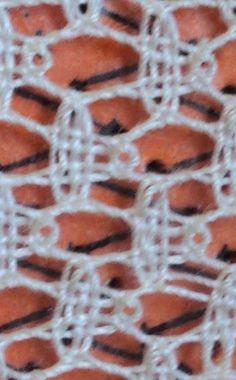 Práce a Caterine Crafts: Jak na milimetrovém nebo trojúhelník v Bobbin Bobbin Lacemaking, Lace Art, Bobbin Lace Patterns, Crochet Lace Edging, Fabric Ornaments, Lace Jewelry, Needle Lace, Lace Making, Lace Detail