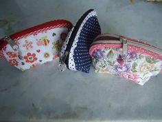 Porta medas em tecido 100% algodão, com zipes, medindo, 8cm de altura, 13cm de comprimento e 5cm de fundo.