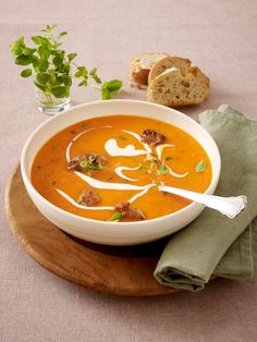 For spooning: 20 soups under 200 kcal: tomato apple cream soup rezepte calorie dinner calorie food calorie recipes Easy Soup Recipes, Pumpkin Recipes, Keto Recipes, Healthy Recipes, Quick And Easy Soup, Soups And Stews, Food Inspiration, Love Food, Breakfast Recipes