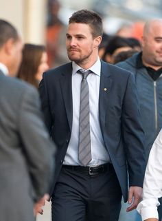 Stephen Amell Photos - Stephen Amell is seen at 'Jimmy Kimmel Live'. Oliver Queen Arrow, Tommy Merlyn, Colin Donnell, Arrow Tv Series, Dc Comics, Stephen Amell Arrow, Emily Bett Rickards, Evolution Of Fashion, Jimmy Kimmel Live