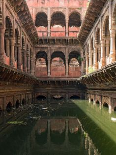 A photograph of the colonnaded baoli or stepwell at Dholpur, Rajasthan, showing the colonnades and external view of the two stories of carved balconies. Water Architecture, Mughal Architecture, Historical Architecture, Ancient Architecture, Beautiful Architecture, Rajasthan India, Incredible India, Abandoned Places, Travel Pictures
