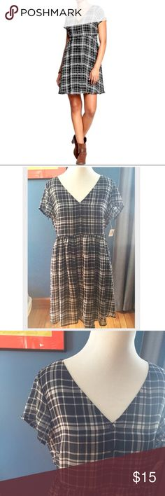 NWT Country Picnic Plaid Dress Adorable and ever so comfortable. In colder months, wear it with boots and a long Cardi or jeans jacket. In warmer months, it's sandals all the way. 😊 SHOP WITH CONFIDENCE 5 ⭐️Seller - ❤Read My Love Notes❤️ SUGGESTED USER CLOSET                           100's of listings sold *Fast Shipping* NO TRADES OR OFF POSH TRANSACTIONS Old Navy Dresses