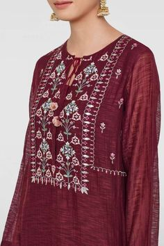 Ladies Kurta - Buy Eeshana Kurta for Women Online - - Anita Dongre Embroidery On Kurtis, Kurti Embroidery Design, Embroidery Dress, Embroidery Stitches, Kurti Designs Party Wear, Kurta Designs, Heavy Dresses, Dress Neck Designs, Midi Shirt Dress