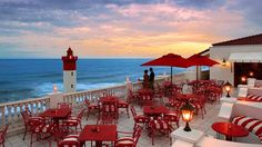 Savour the sunset with a sundowner at the Lighthouse Bar at The Oyster Box Hotel © Dook