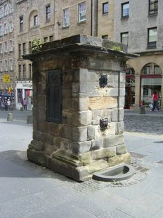 Netherbow Well, Royal Mile