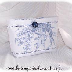 """Pochette vide poche à soufflet - ton de blanc et bleu à motif """"angelot"""" - fait…"""