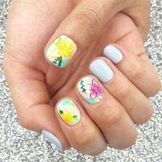 dazzling-round-nails-art-designs-for-new-year-2017