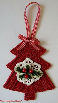 What a lovely and adorable crochet Christmas tree! You can use them as Christmas tree ornaments - Salvabrani Crochet Christmas Decorations, Crochet Christmas Ornaments, Christmas Crochet Patterns, Holiday Crochet, Crochet Snowflakes, Tree Decorations, Crochet Tree, Bag Crochet, Crochet Diy