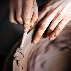 LaoLin | Olivier Lamboley | Grès Noir | Tour de potier . Céramique, ceramic, céramiste. De la terre et des mains. https://www.instagram.com/laolin_design/    Photographie : Amélie Vuillon | m+nature | http://www.mplusnature.com/ | https://www.instagram.com/amelie.vuillon/