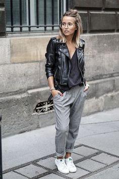 Chica usando unos jogger pants en color gris