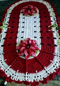 Crochet rug oval table runners 49 Ideas for 2019 Crochet Mat, Crochet Dollies, Crochet Squares, Crochet Blanket Patterns, Crochet Flowers, Afghan Crochet, Crochet Towel Holders, Crochet Table Runner, Crochet Projects