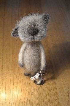 needle felted cat and mouse by Svetlana Esterkina