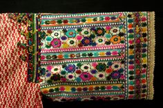 Wedding tunic (mwashma), Raf-Raf (Tunisia) - ethnic jewels - ethnic jewels Nice Outfits, Beautiful Outfits, Tribal Outfit, Old Clothes, Vera Bradley Backpack, Needlework, Ethnic, Folk, Notebook
