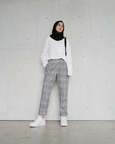 Hijab Fashion Summer, Modern Hijab Fashion, Street Hijab Fashion, Hijab Fashion Inspiration, Teen Fashion Outfits, Muslim Fashion, Fashion Fashion, Casual Hijab Outfit, Cute Casual Outfits