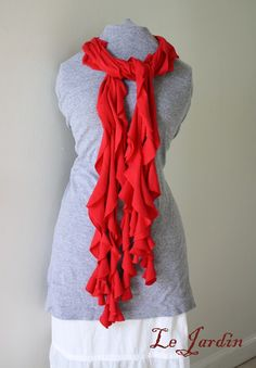 Infinity thin, infinity wide and frilly scarf (pictured) made from old XL or Tshirts. No sewing required and only frilly scarf requires fabric glue. Guess what all my friends are getting for Christmas? No Sew Scarf, Diy Scarf, Scarf Shirt, Shirt Scarves, Ruffle Scarf, Scarf Dress, Do It Yourself Baby, Do It Yourself Fashion, Look Fashion