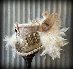 Mini chapeau haut de forme, Silver et Gold Pirate Ship Mini chapeau haut de forme, Chapelier Hat, Alice in Wonderland Mini chapeau haut de forme, Mad Hatter chapeau, chapeau Steampunk